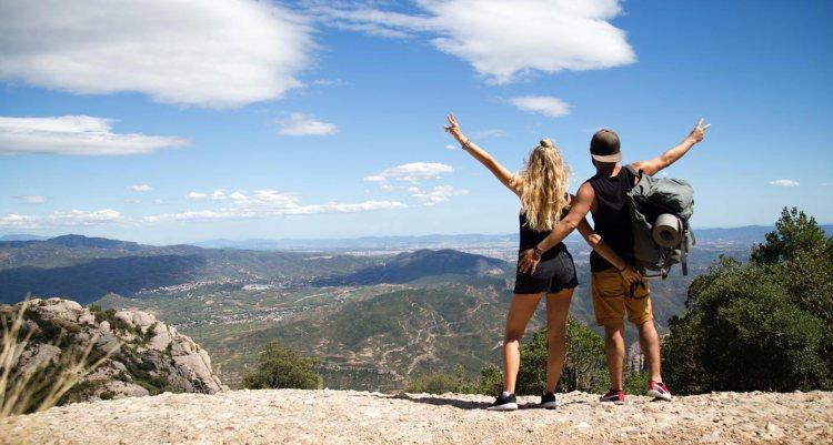 moments-of-yugen-traveling-couple-travel